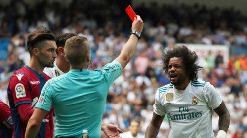 La Asociación de fútbol de Barcelona Real Madrid sospecha que su intención para toda la Liga contra el árbitro